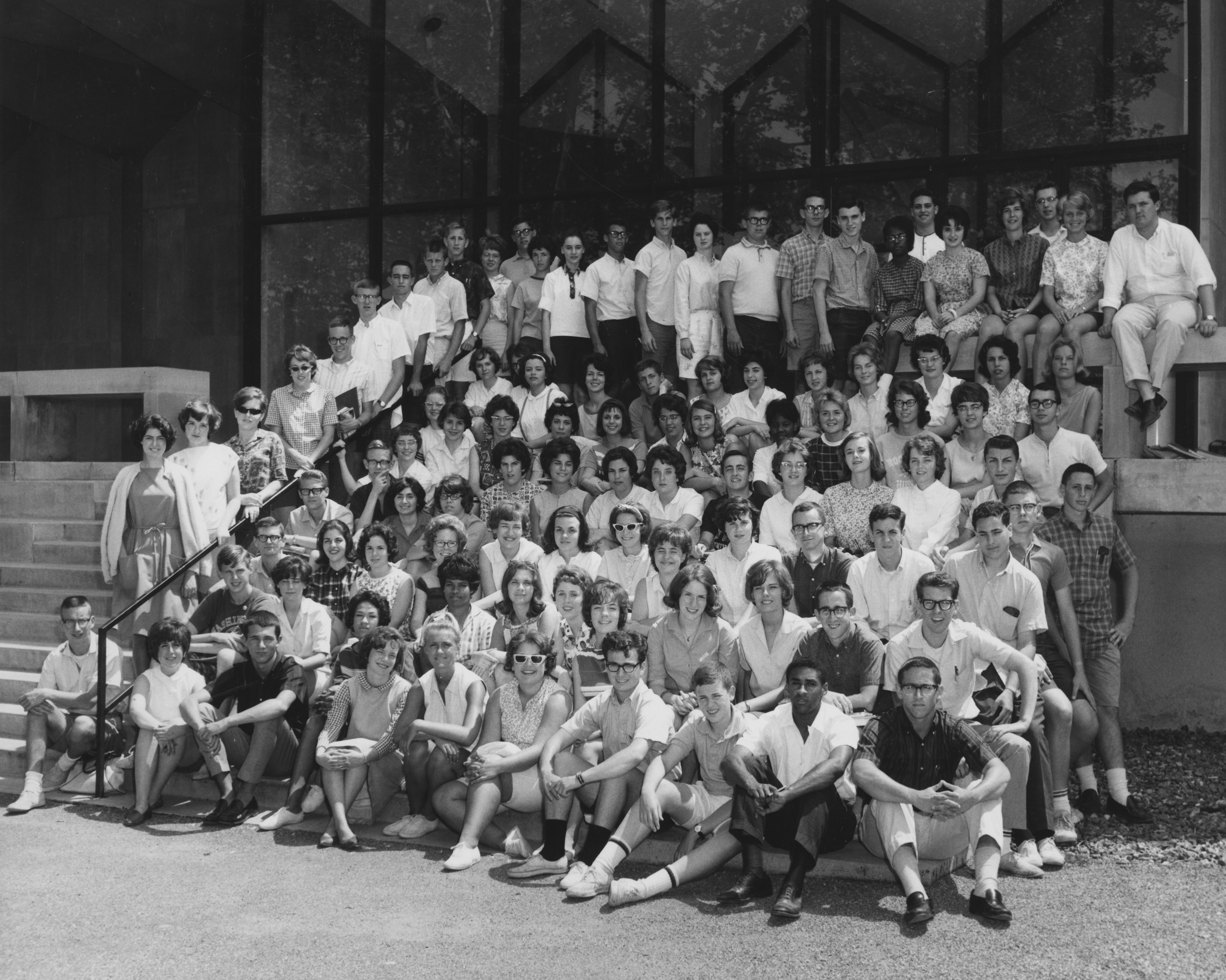 Black and white photo of large group of students posing on stairs